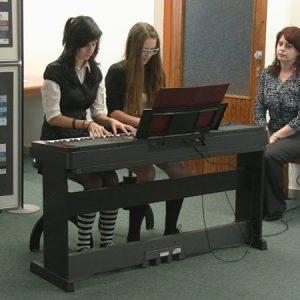 Hra na klavír