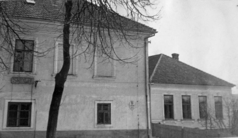1954 - Škola u kostela