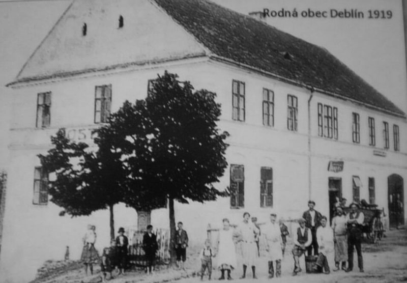 1919 - Radnice a škola v Deblíně