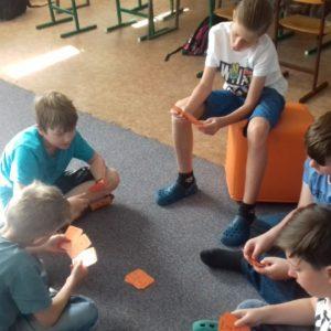 Kluci hrají karty