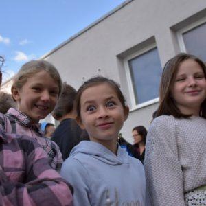 Děti čekají na slavnostní zahájení
