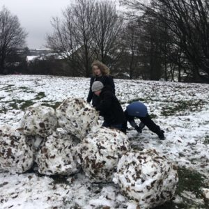 Sněhuláci - stavíme z čeho se dá