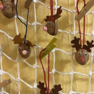 Vánoční sobi ze skořápek