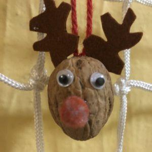 Detail soba ze skořápky vlašského ořechu